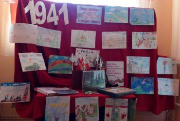 """Выставка- вернисаж """"Гады вайны – стагоддзі памяці"""" в Индурской СБ"""